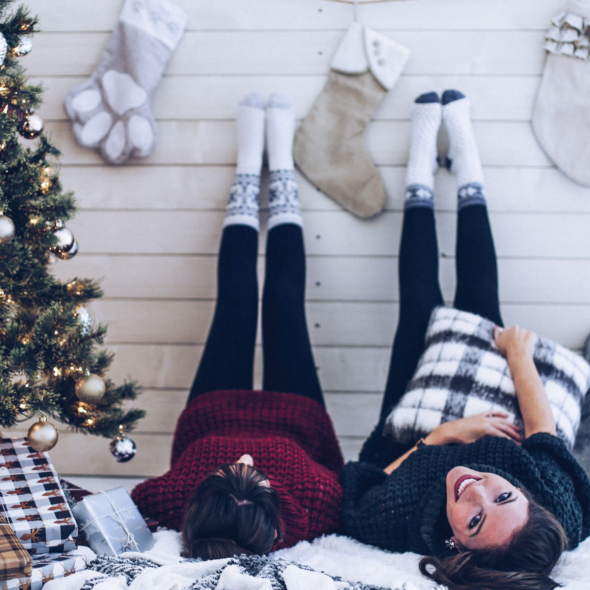holiday gift ideas, christmas gift guide, gift ideas for the best friend, pretty in the pines blog, nc blog, nc blogger, north carolina lifestyle blog, shelby vanhoy, christmas decor, christmas outfit ideas, what to wear for new years eve