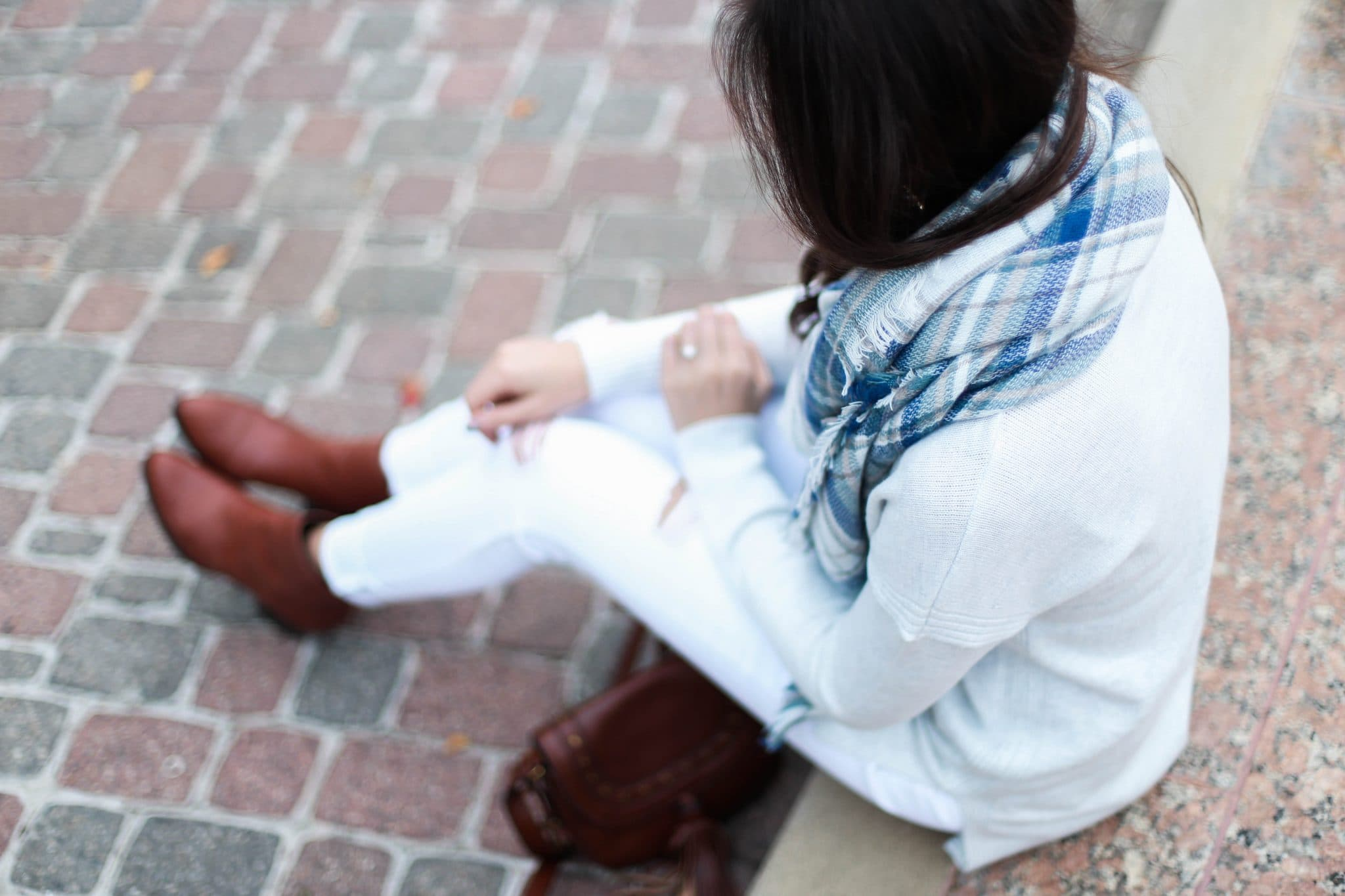 blanket scarf, swirling honey boutique, white denim in fall, brown leather booties, pretty in the pines, fall outfit ideas, winter style