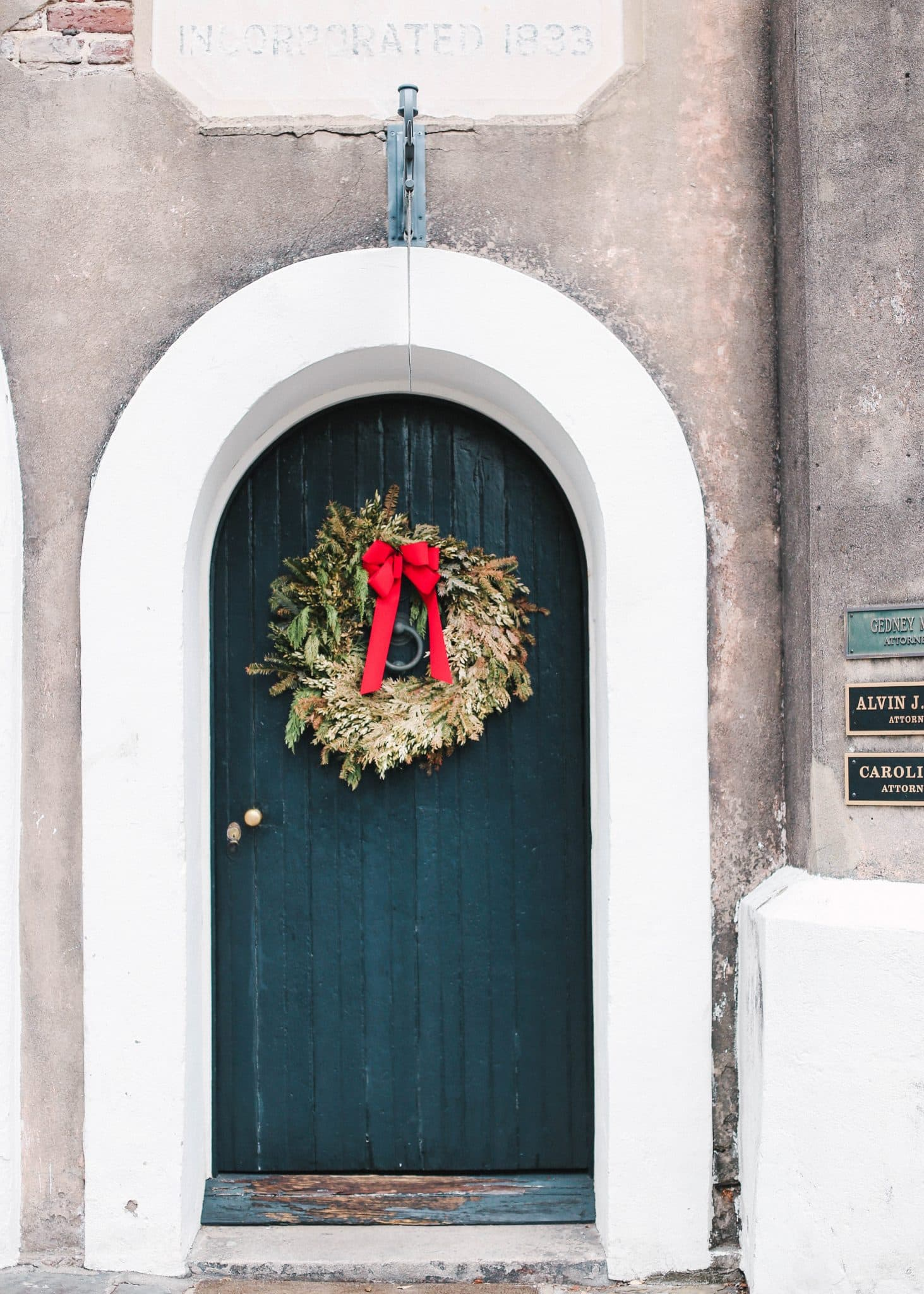 charleston winter holiday decorations, pretty in the pines blog