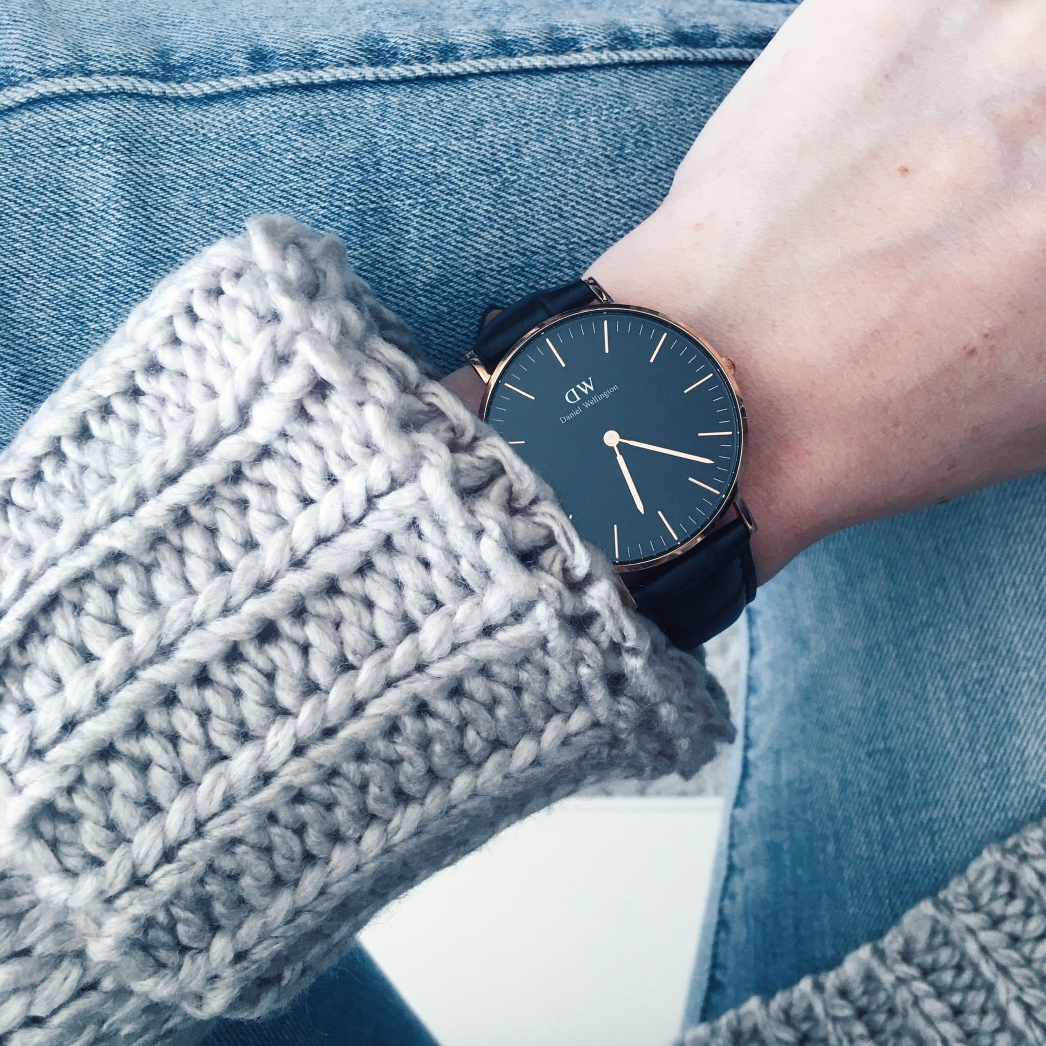 daniel wellington watch giveaway classic black, pretty in the pines blog