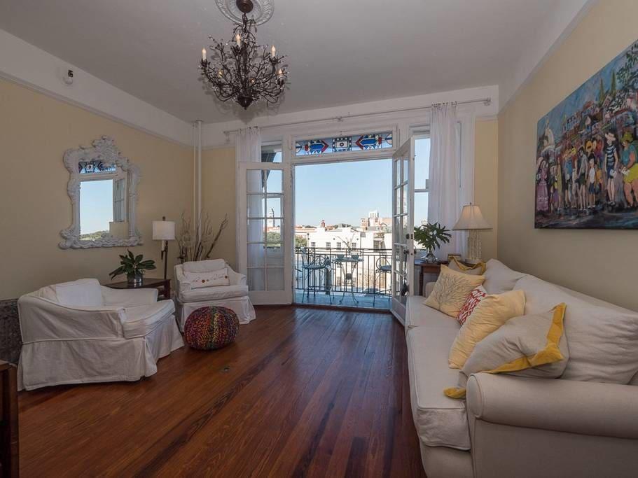 savannah apartment for two, airbnb savannah, pretty in the pines, travel blog