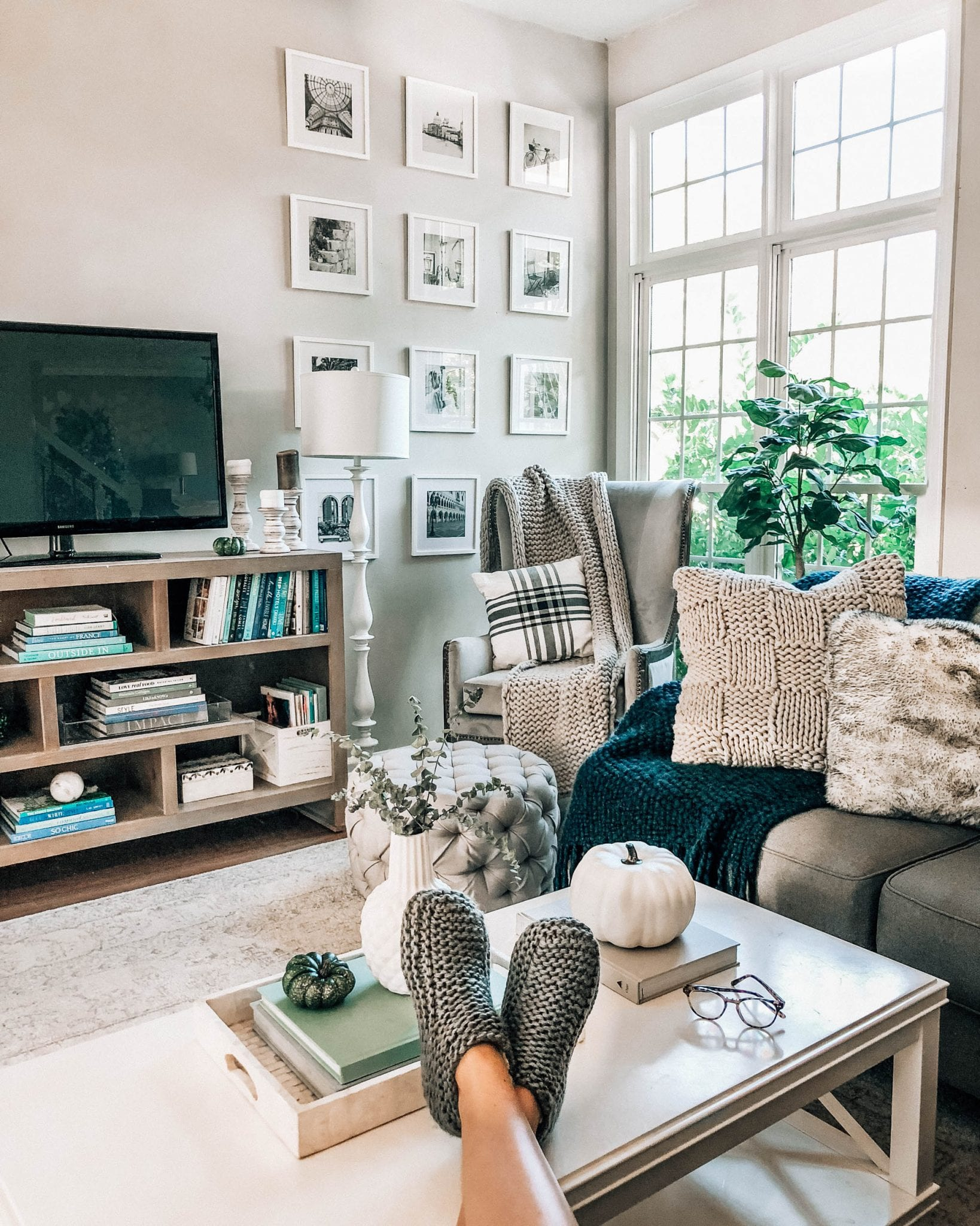 Mini Home Tour (@LikeToKnow.it.Home Takeover)