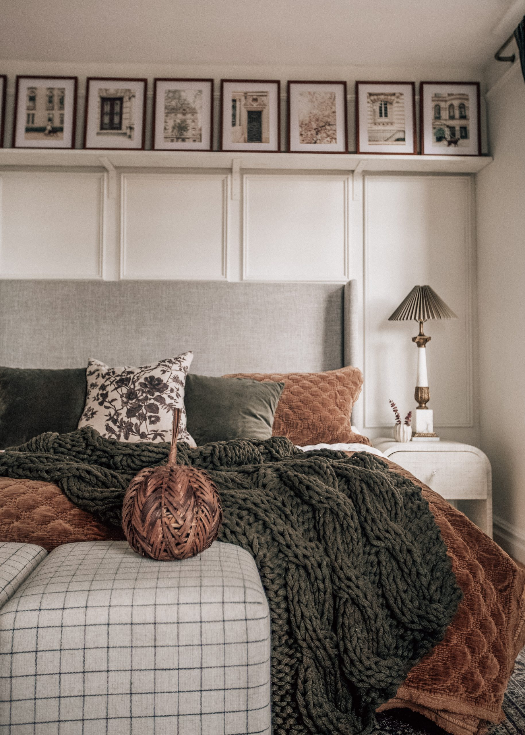 5 Timeless Items To Decorate a Bedroom for Fall